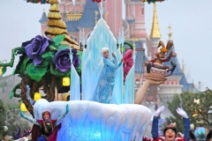 2013-N017145-The-Frozen-heroines-in-Disney-Magic-on-Parade