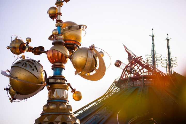 Orbitron_Disneyland_Park_04_2021