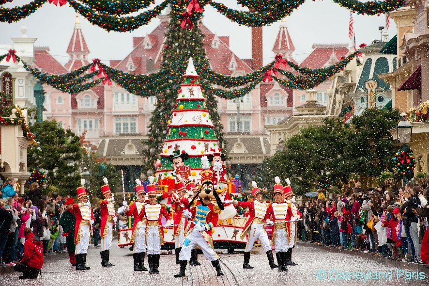 DisneylandParis_Weihnachten2016_Christmas-Parade-2
