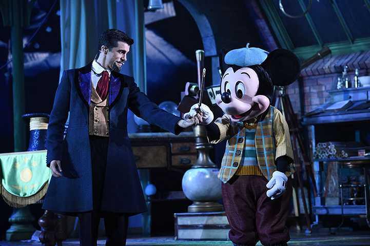 Disneys-Hotel-New-York-The-Art-of-Marvel