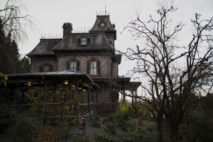 PHANTOM-MANOR-3