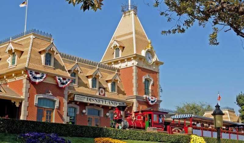 Zuege-Disneyland-04_05_2021-1