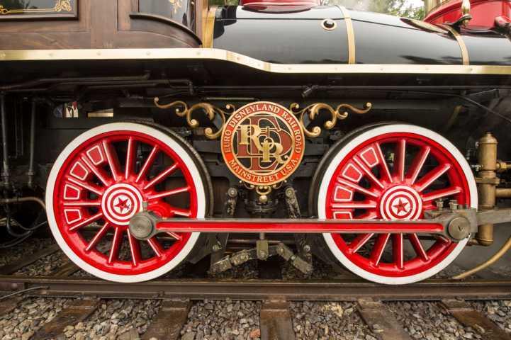 Zuege-Disneyland-04_05_2021-3