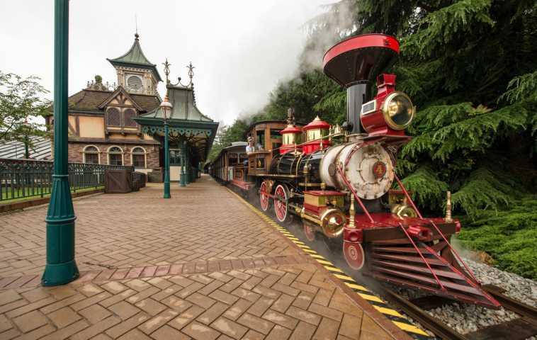 Zuege-Disneyland-04_05_2021-6
