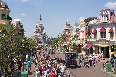 Main_Street_Disneyland_Disney-1