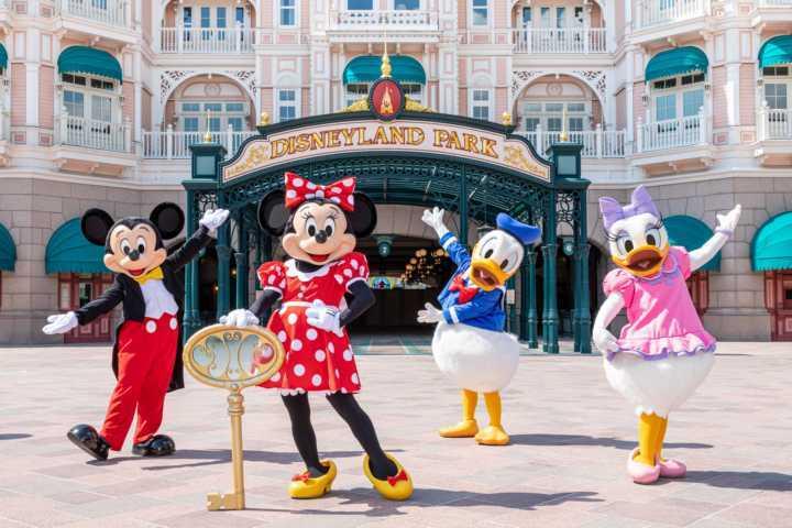 Disneyland-Paris-Reopening_2_17_06_2021